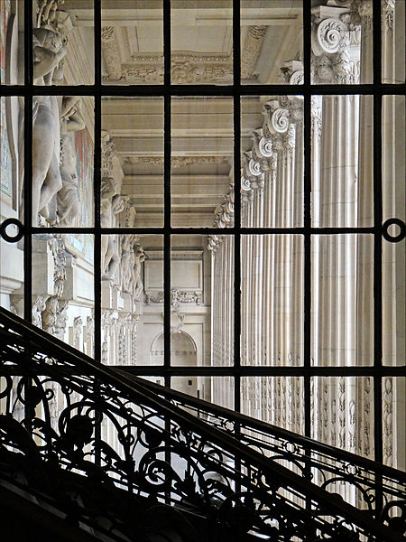 450px-La_colonnade_du_Grand_Palais_(Paris)_(8234163467)