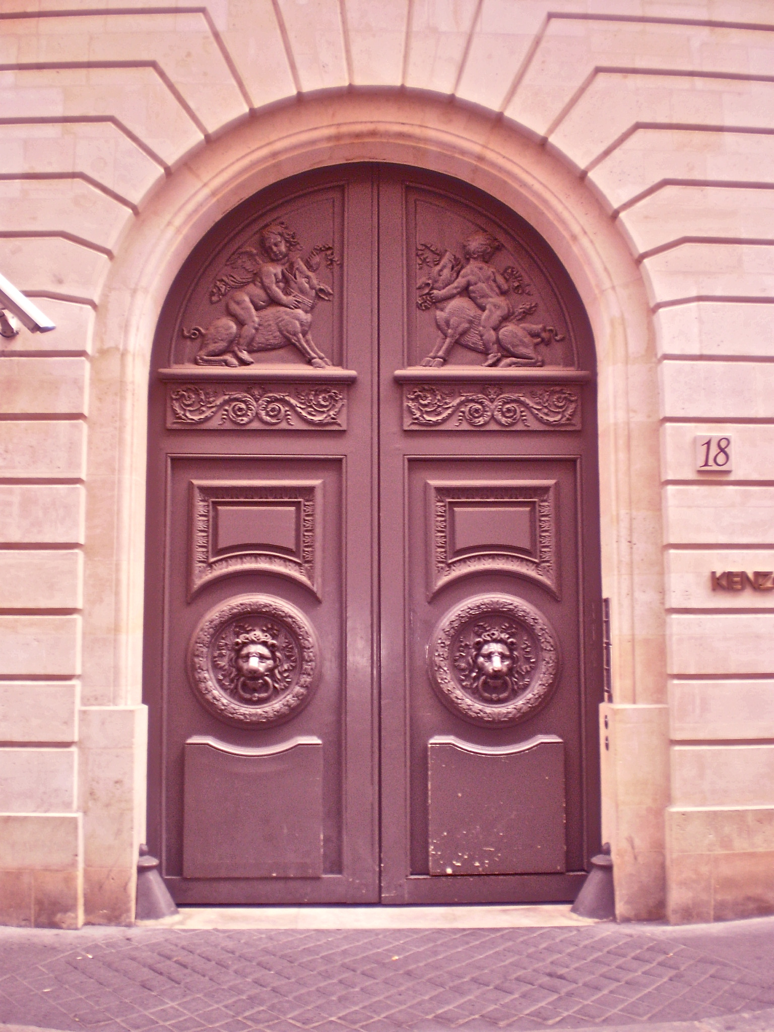 p71801271 HARLEQUINE DOORS IN PARIS