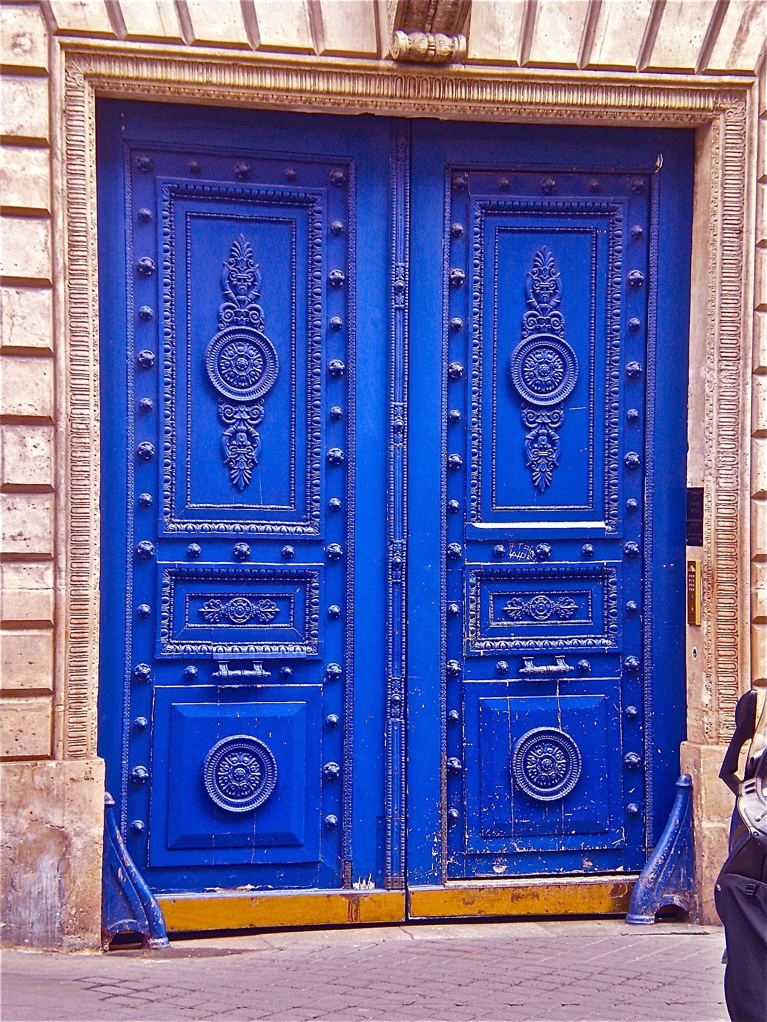 p72202931 HARLEQUINE DOORS IN PARIS