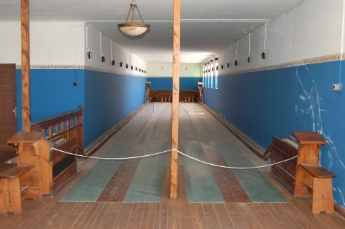 Bowling,_Kolmanskop,_Namibia_(3148169062)